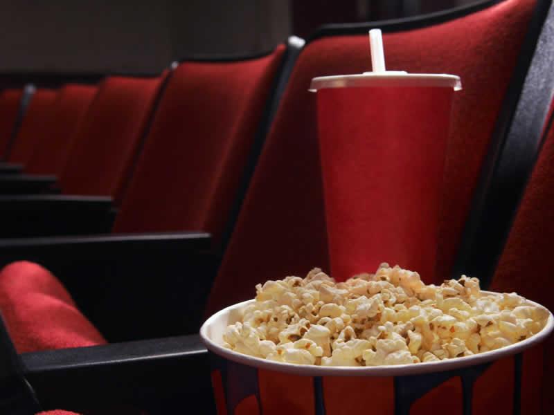 В кинотеатры теперь смогут не пускать зрителей со своими напитками и едой